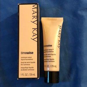 Mary Kay Luminous-Wear Liquid foundation
